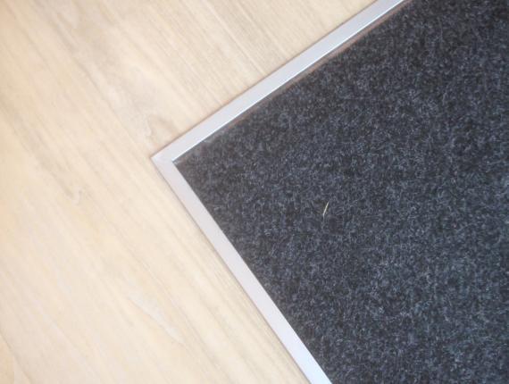 Habillage autour du tapis d'entrée